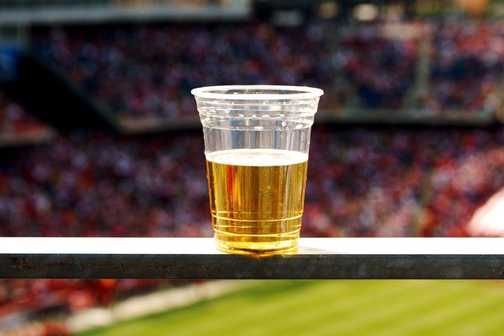 Пиво на футболе