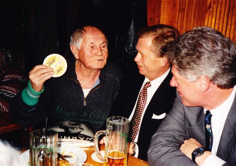 Богумил Грабал, Вацлав Гавел и Билл Клинтон. Фото: Tomáš Mazal