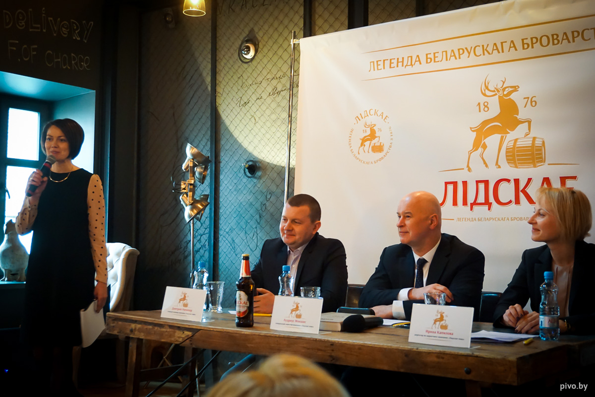 Главный пивовар ОАО «Лидское пиво» Дмитрий Ничипор, директор компании Аудрюс Микшис и директор по маркетингу Ирина Капилова