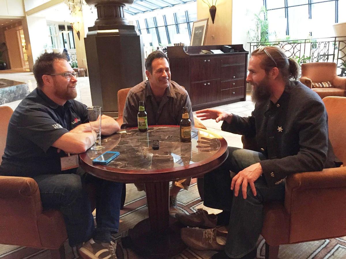 Билл Ковалески (Victory Brewing, 26-е место в США по объёму производства), Сэм Каладжоне (Dogfish Head, 16-е место) и Грег Кох (Stone Brewing, 10-е место в США). Фото: Josh Noel/Chicago Tribune