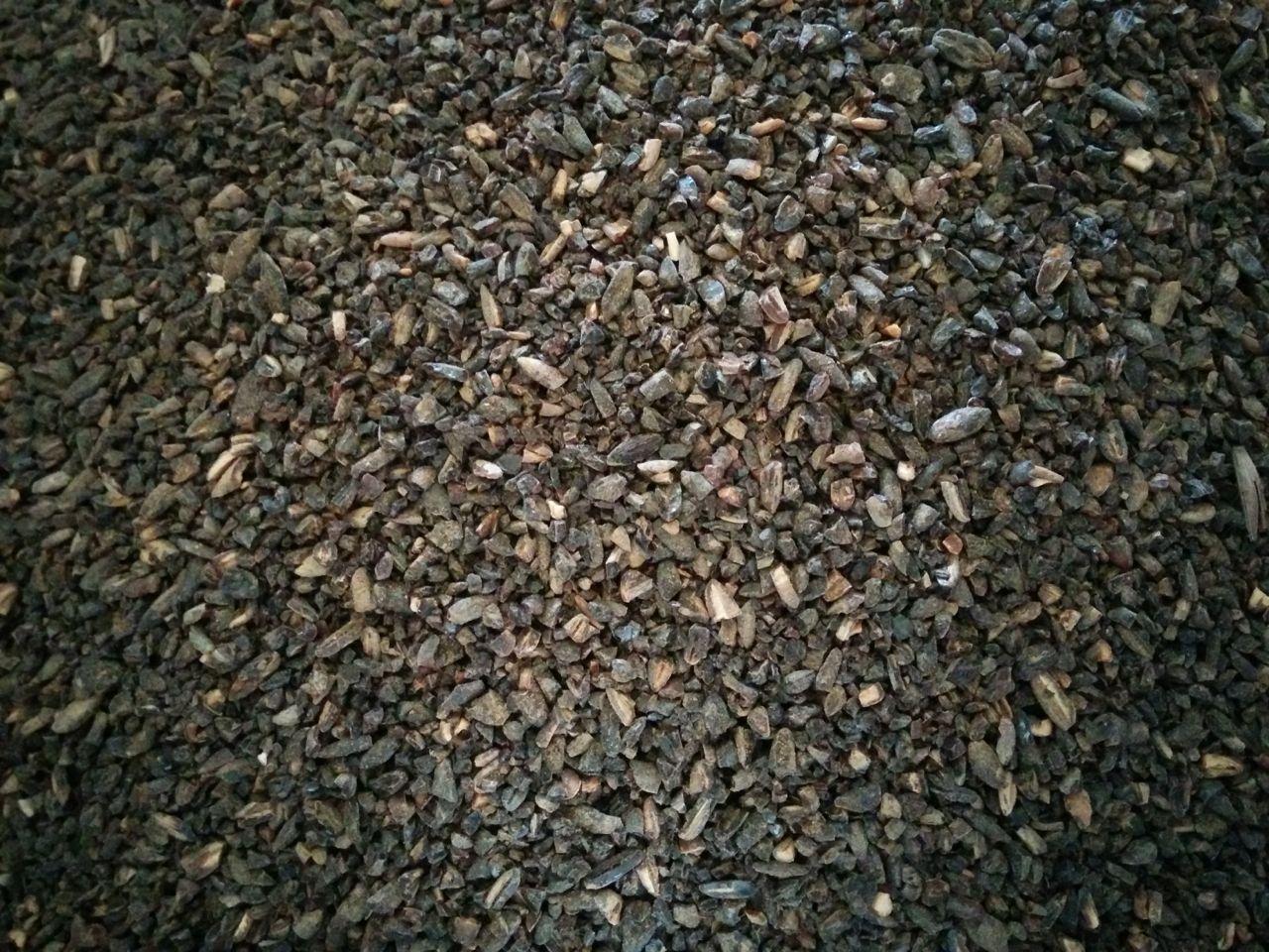 Kaljamallas (тёмный ржаной солод), производимый Laihian Mallas для изготовления традиционного финского столового пива kalja. Многие производители сахти добавляют 5-10 % этого солода для придания напитку цвета и привкуса ржаного хлеба. Он напоминает бледный шоколадный солод, но по шкале цвета насчитывает только 180 EBC. Его также можно добавлять к современным сортам пива, и я использую его, например, в своём домашнем ржаном вине. Фото: Mika Laitinen