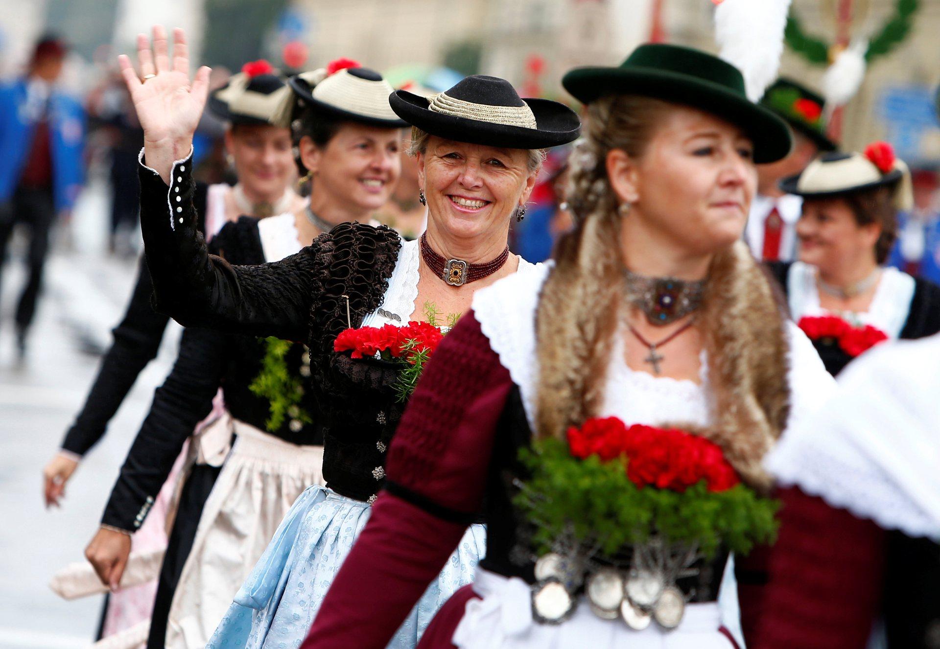 Парад в фестивальных костюмах — одно из главных событий «Октоберфеста». Фото: Michaela Rehle/Reuters