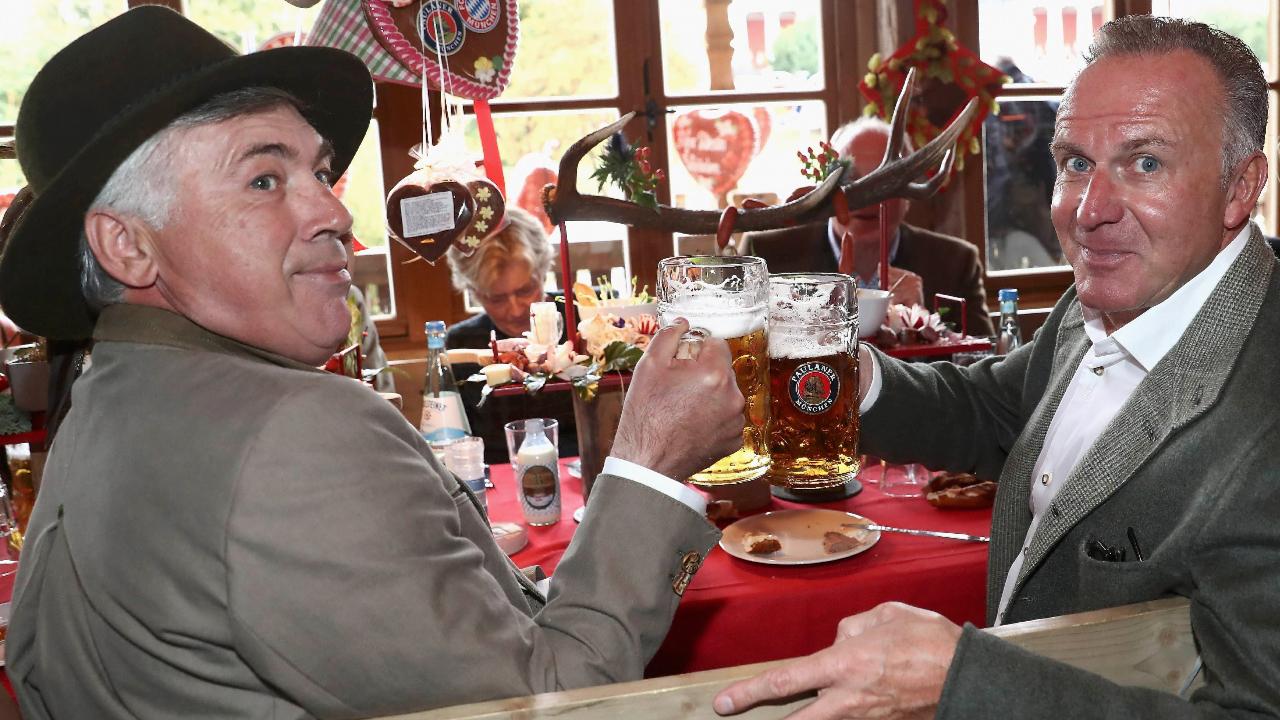 Карло Анчелотти и знаменитый немецкий футболист Карл-Хайнц Румменигге. Фото: Reuters