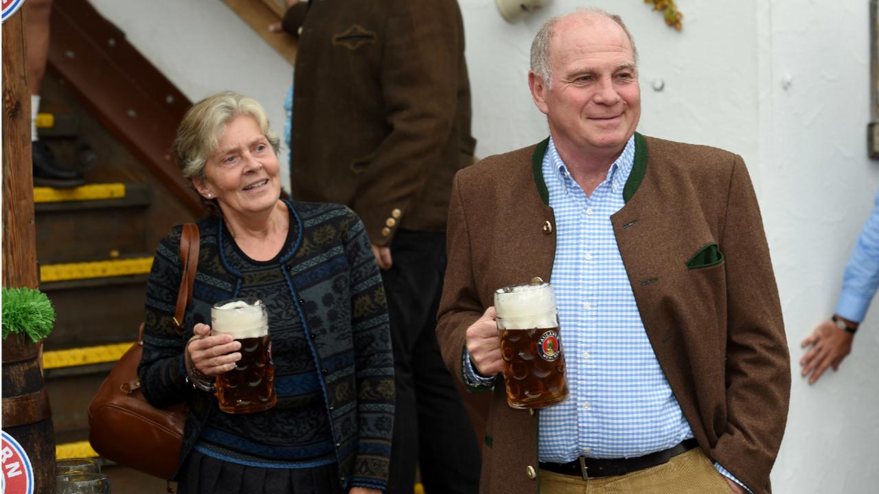 Бывший президент и глава наблюдательного совета «Баварии» Ули Хёнесс с женой Сюзи. Фото: dpa Picture-Alliance