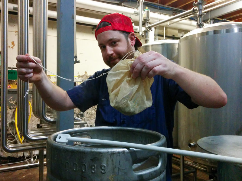 Варка браггата по древнему рецепту на Lakefront Brewery. Фото: Bettina Arnold