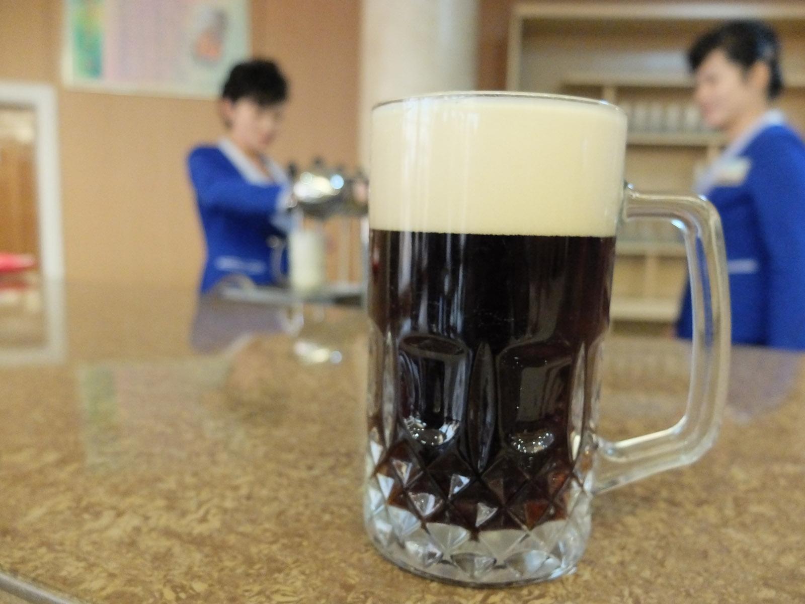 Бока пива Taedonggang с шоколадным вкусом. Фото: Munchies