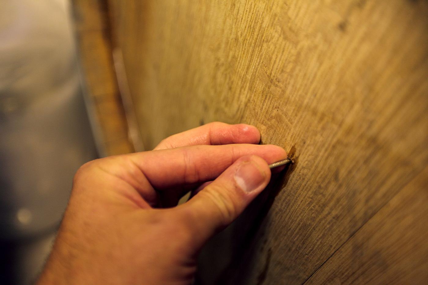 Взятие пробы пива из бочки