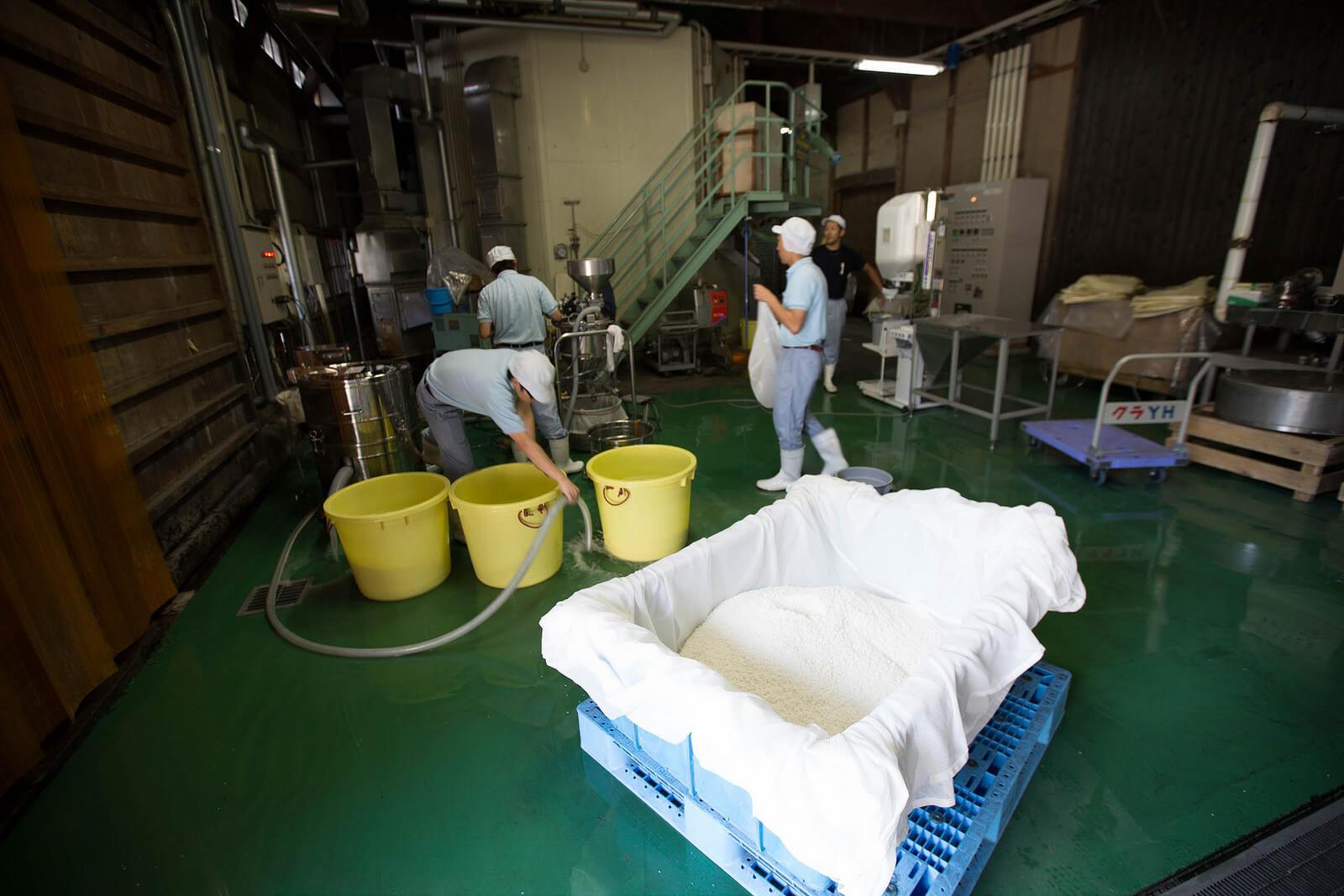 Производство саке на Kitaya Brewery в Фукуоке