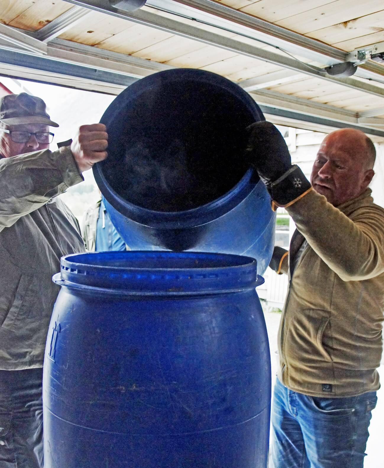 Переливание сусла в фильтр-чан из заторного бака