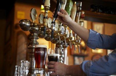 Краны с пивом в пабе