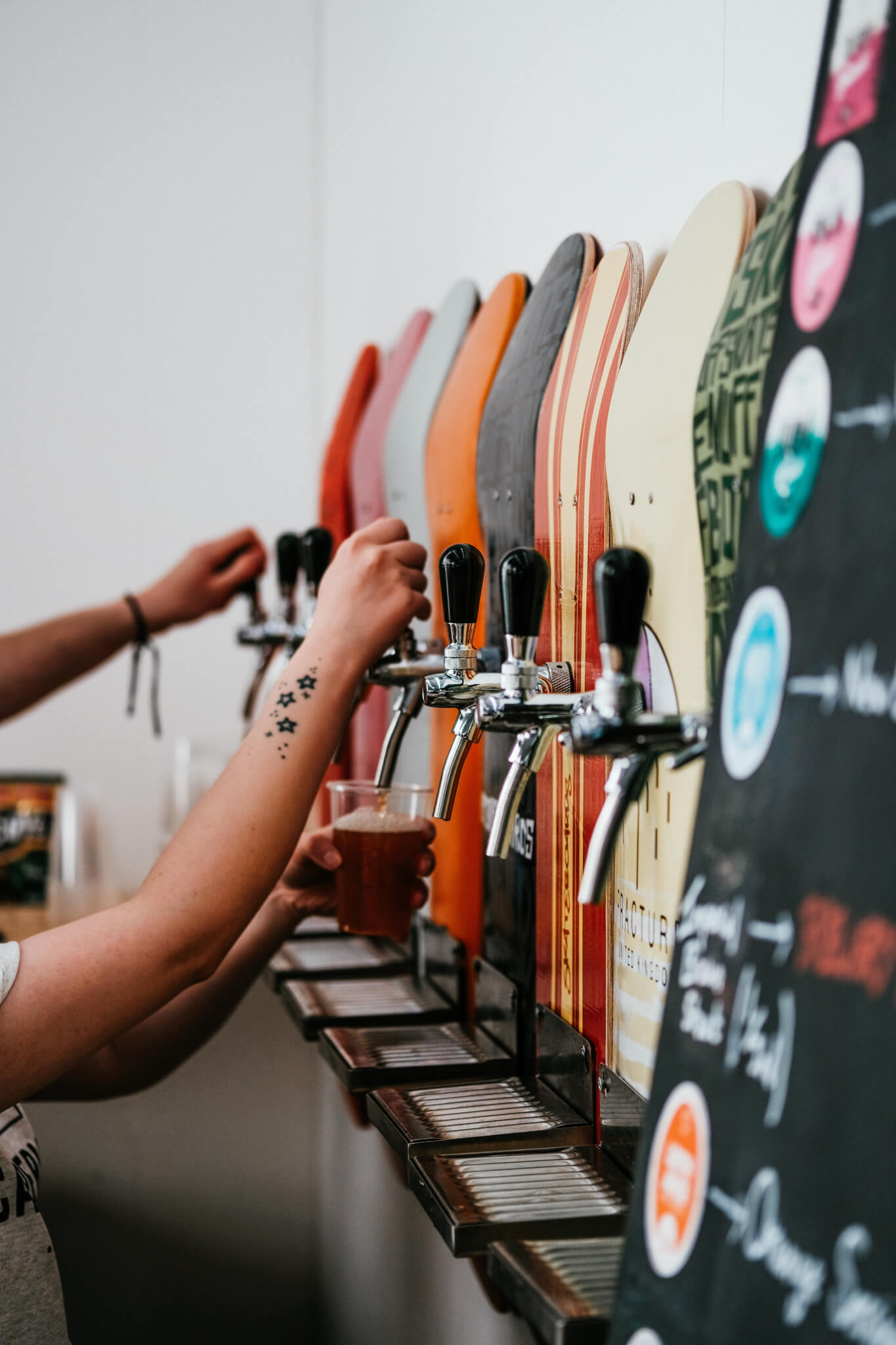 Краны с пивом в баре