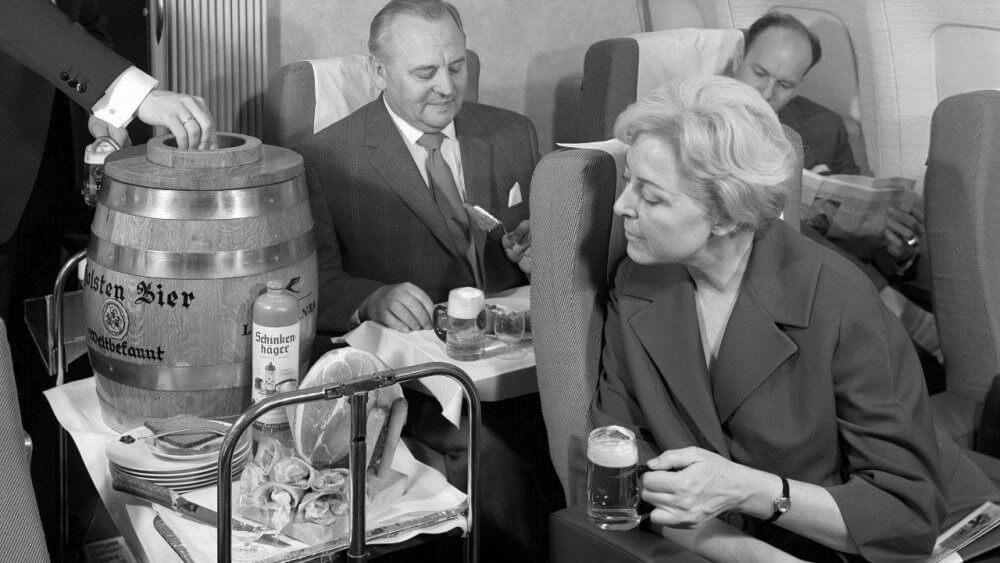 Разливное пиво на борту Lufthansa