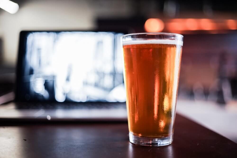 Пиво и ноутбук