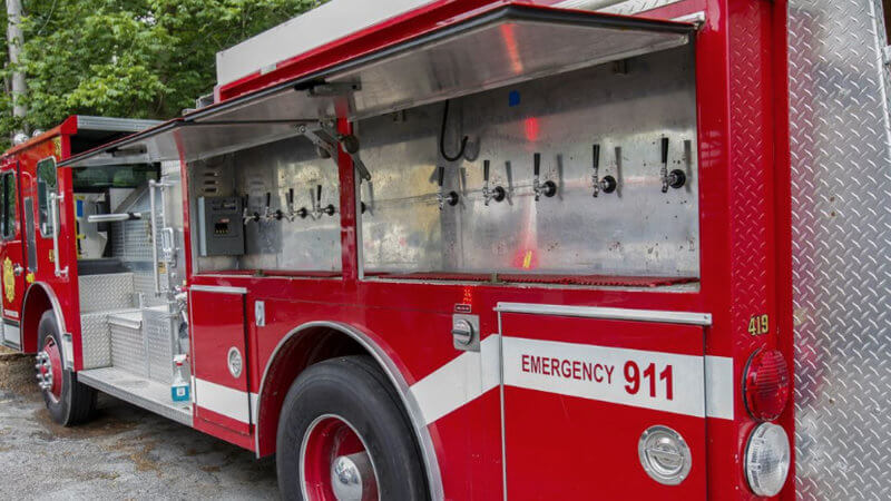 Пивной бар из пожарной машины