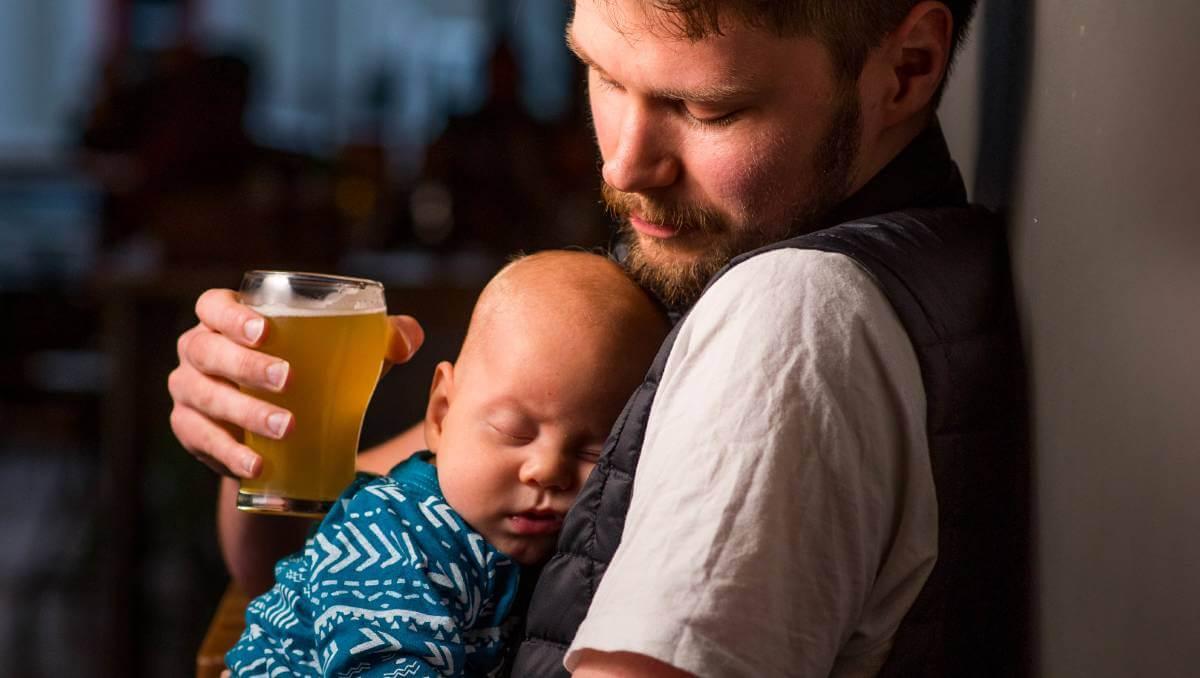 С ребёнком в баре